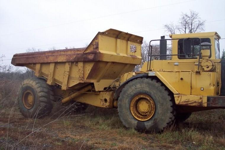 Right Side 1987 Caterpillar D25C Truck Picture