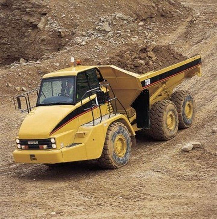 Caterpillar 730 Truck Picture