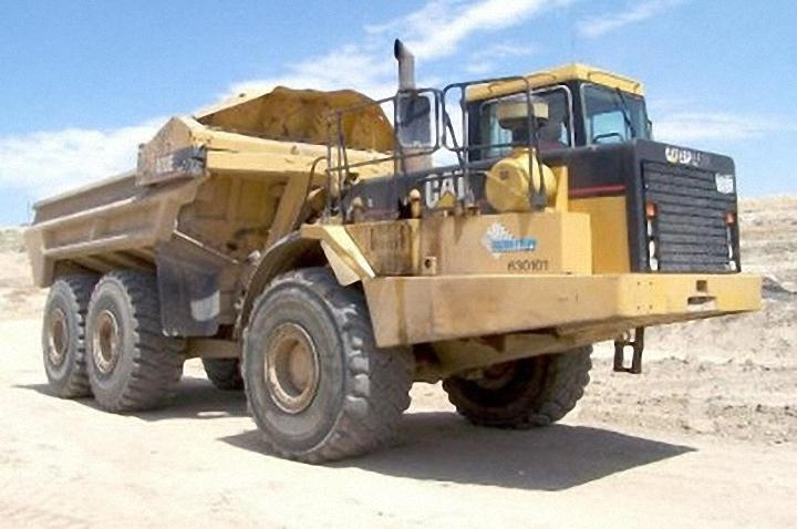 2001 Caterpillar D400E Truck Picture