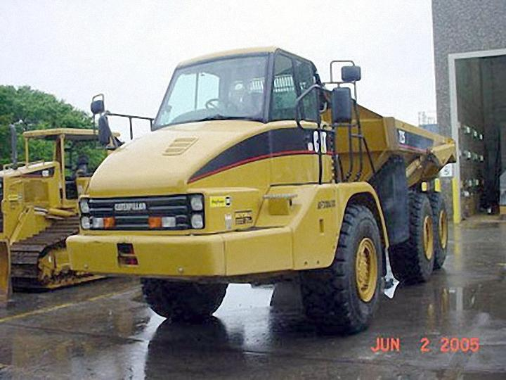 2005 Caterpillar 725 Truck Picture