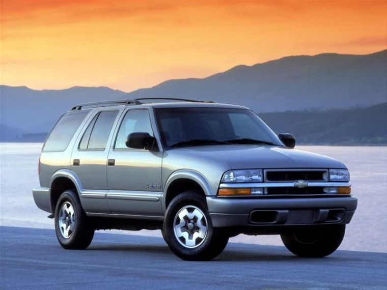 Front Right 2002 Chevrolet Blazer SUV Picture