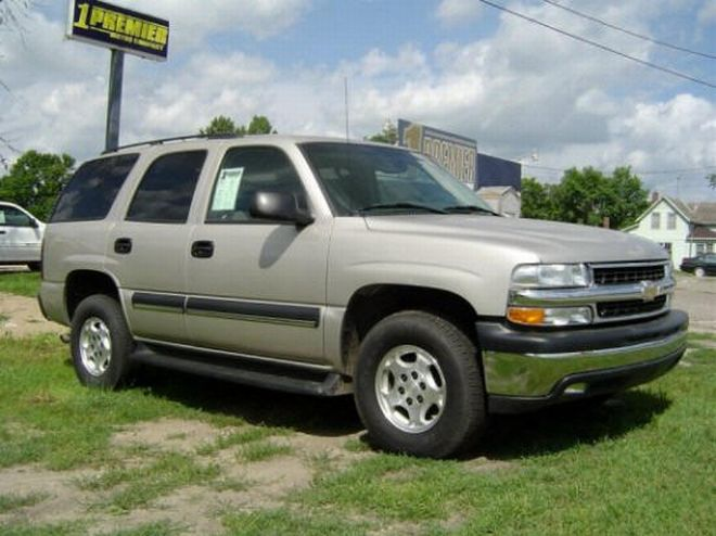 Front Right Chevrolet Suburban Truck Picture