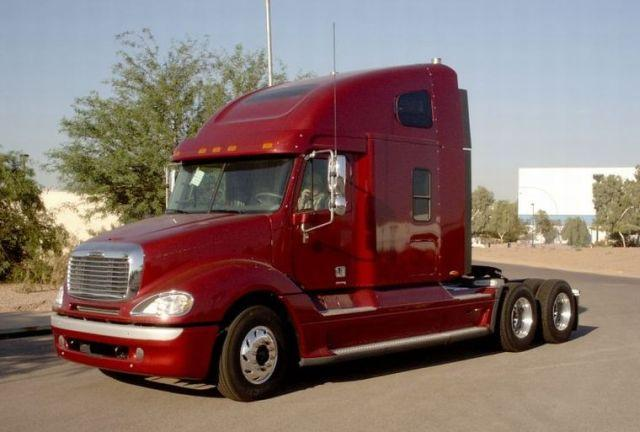 1996 Freightliner FLB9042T Truck Picture