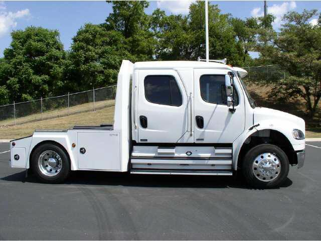 Right side 2008 Freightliner M2 Series Truck Picture