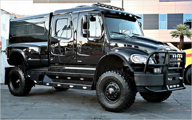 Front Right Black 2009 Freightliner P4XL Sport Truck Picture