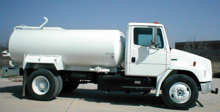 Right Side White 1995 Freightliner FL70 Truck Picture