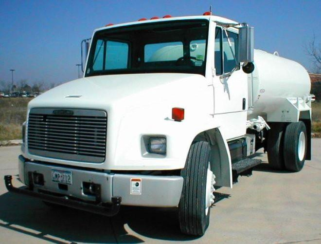Front Left White 1995 Freightliner FL70 Truck Picture