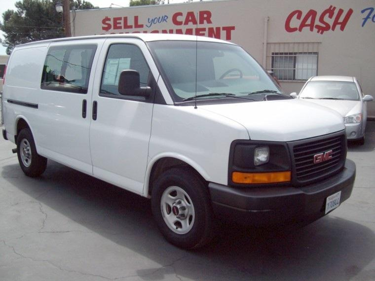 Front Right 2006 GMC Safari Van Picture