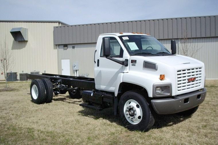 Front Right White 2008 GMC C7500 Truck Picture