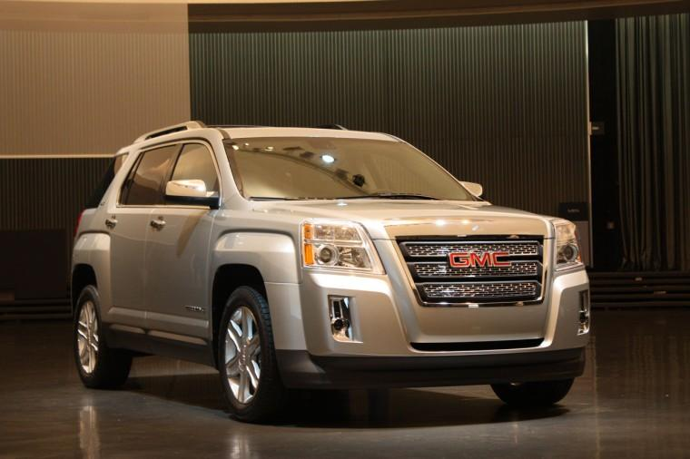Front right 2010 GMC Terrain SUV Picture