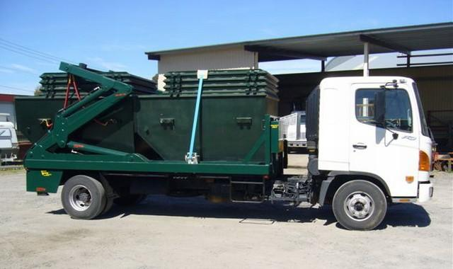 2004 Hino Byfold Binlifter Truck Picture