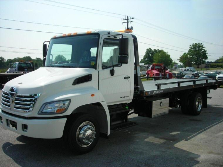 Front Left White 2010 Hino 258LP Truck Picture