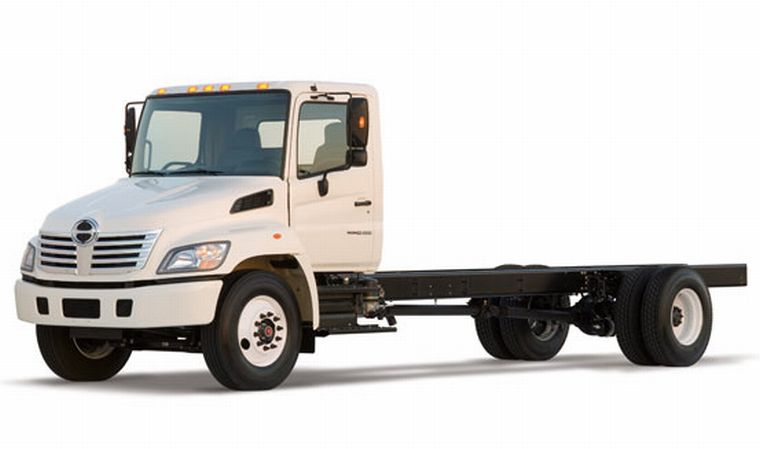 Front Left White 2006 Hino 268 Truck Picture