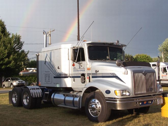 2000 International 9200 Truck Picture