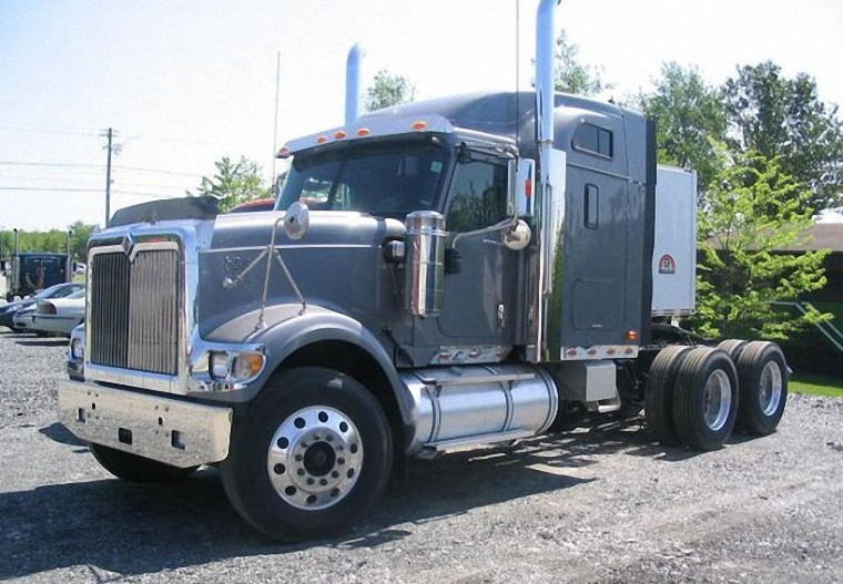 Front Left 2007 International 9900i Truck Picture