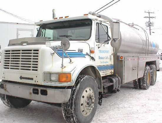 1999 International 4900 Truck Picture