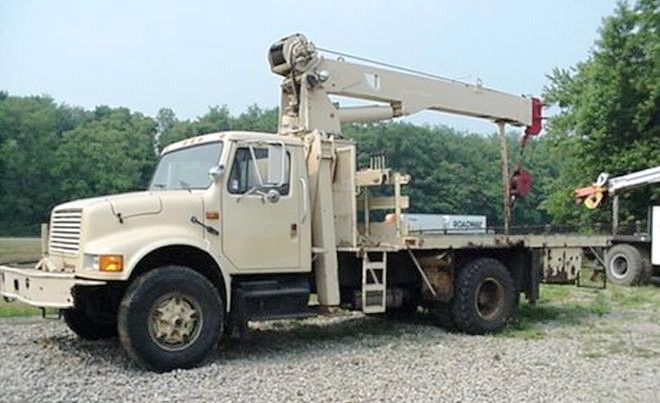 1990 International 4900 Truck Picture