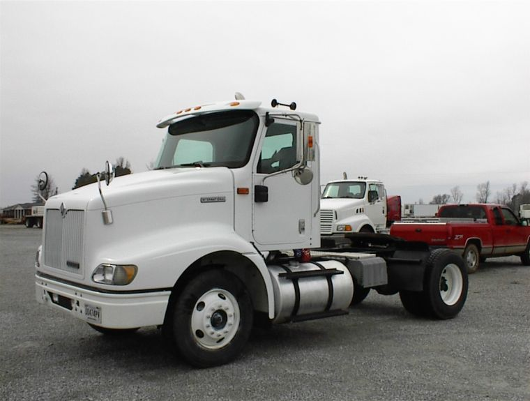 2000 International 9100 Truck Picture
