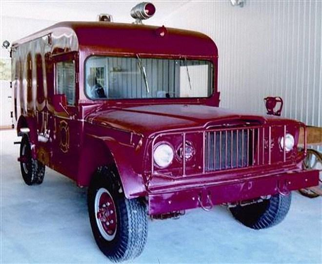 Front Right 1967 Jeep M725 Ambulance Truck Picture