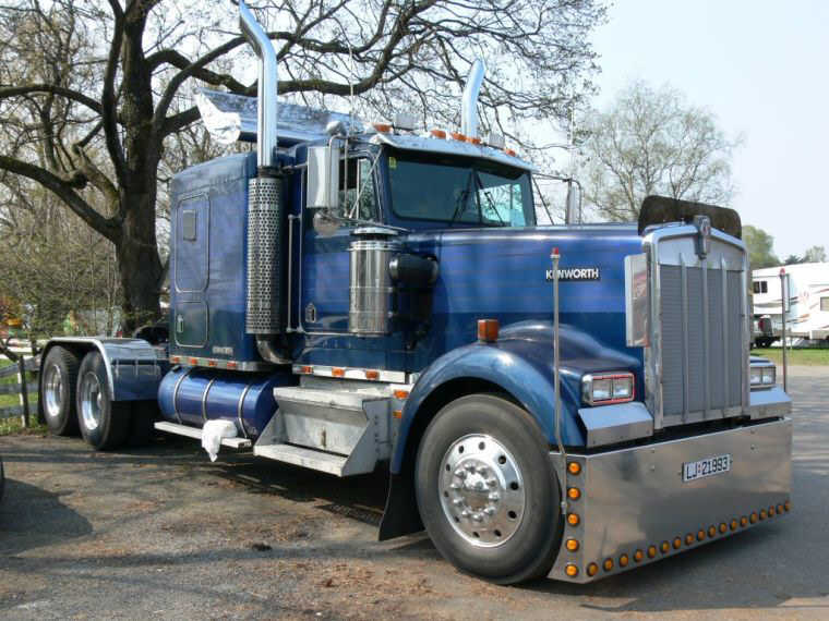 Front Right 1989 Kenworth W900L Truck Picture