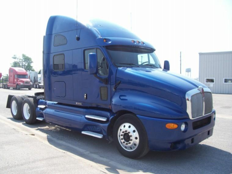 Right Side 2004 Kenworth T-2000 Truck Picture