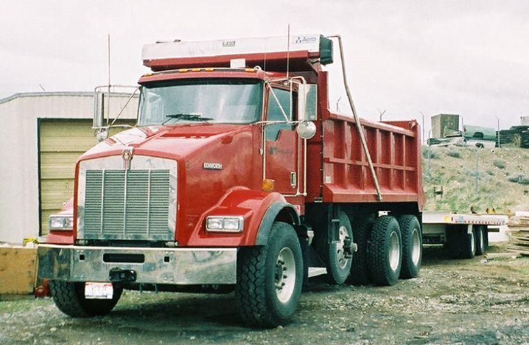 Kenworth T800 Tri-Axle Truck Picture