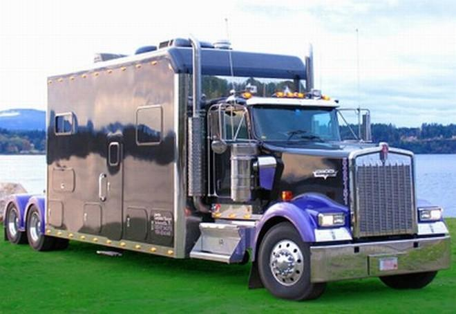 Front Right Purple and Black 2006 Kenworth W900 Truck Picture