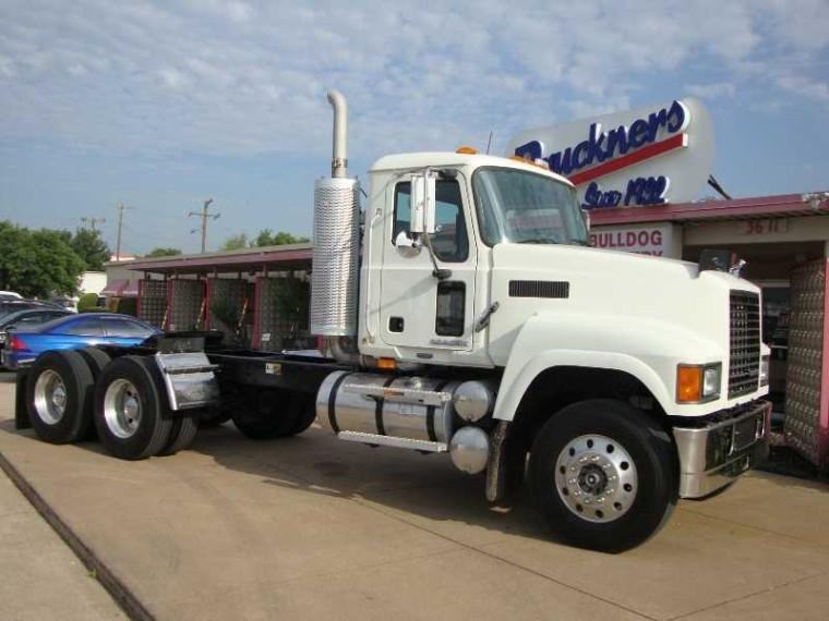 Front Right White 2008 Mack GU713 Truck Picture