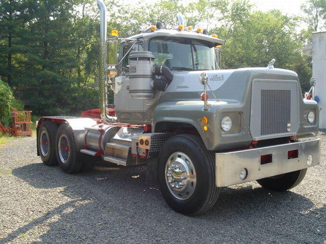 1973 Mack RS700L Truck Picture