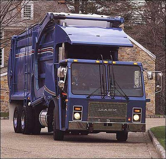 1994 Mack LE Refuse Truck Picture