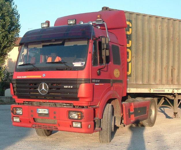 Front left 1996 Mercedes-Benz 1844 Truck Picture