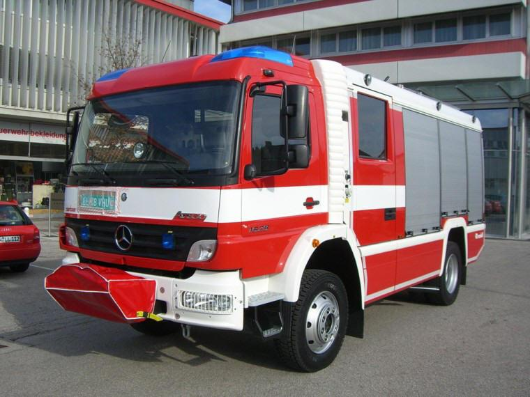 Front Left 2009 Mercedes-Benz Axor Truck Picture