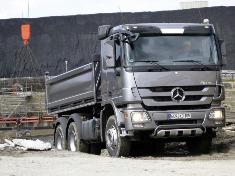 Front right 2009 Mercedes-Benz Actros Truck Picture