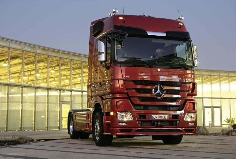 Front View 2009 Mercedes-Benz Actros Truck Picture