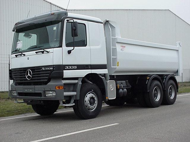 Front Left White Mercedes-Benz Actros 3335 Truck Picture