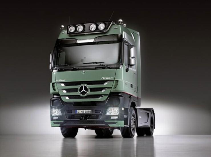 Front Left Mercedes-Benz Actros Truck Picture