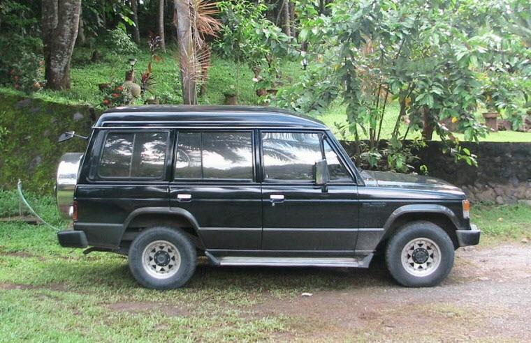 Right Side Black 1988 Mitsubishi Pajero SUV Picture
