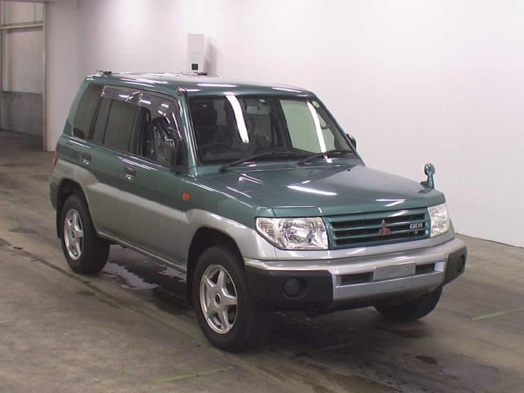 Front right 2000 Mitsubishi Pajero SUV Picture