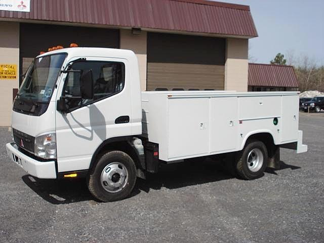 Left side 2007 Mitsubishi Fuso Utility Truck Picture
