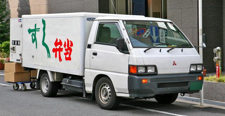 Front Right Mitsubishi Fuso Delica Truck Picture