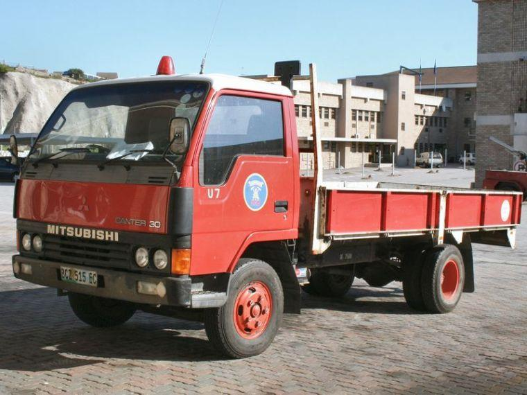Front Left Mitsubishi Canter 30 Truck Picture