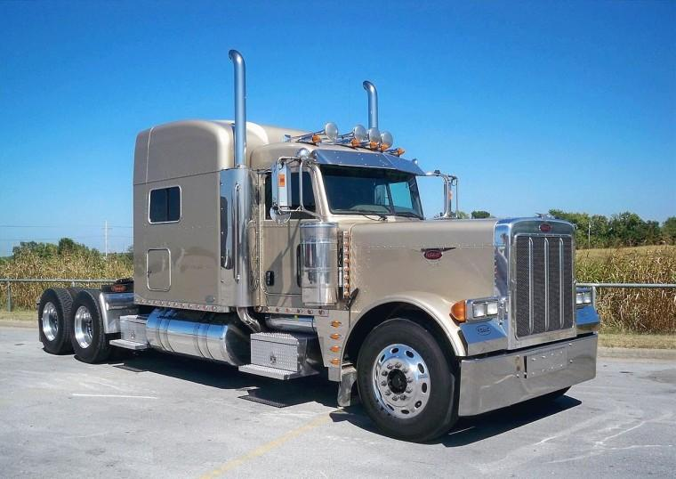 Front Right Biege 2007 Peterbilt 379EXHD Truck Picture