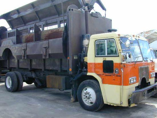Front right 1990 Peterbilt truck picture