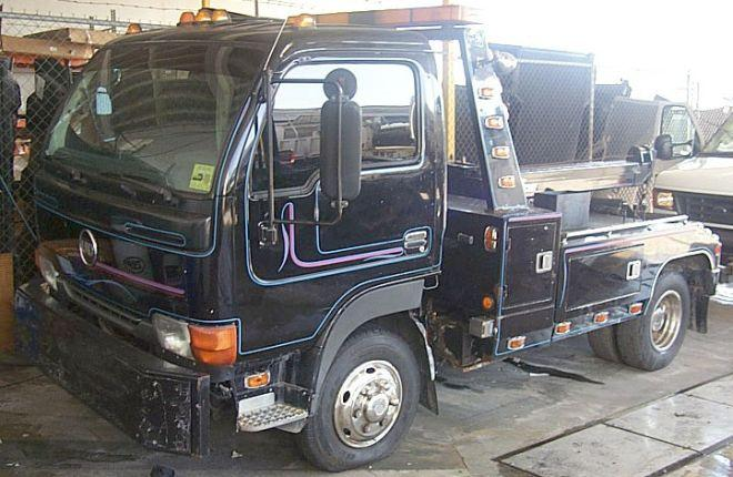 1995 UD Nissan Tow Truck Picture