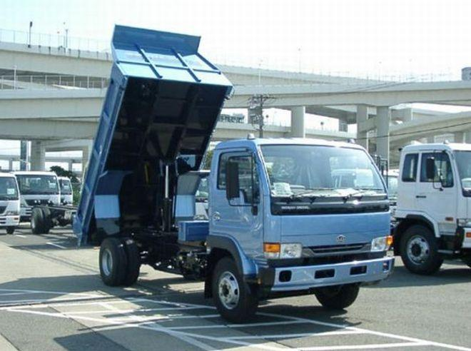 2005 UD Nissan Tipper Truck Picture