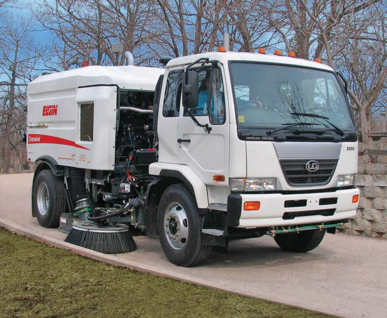 Front Right 2009 UD Nissan Sweeper Truck Picture