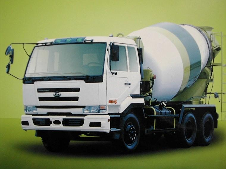 Front Left White UD Nissan CK450 Concrete Truck Picture