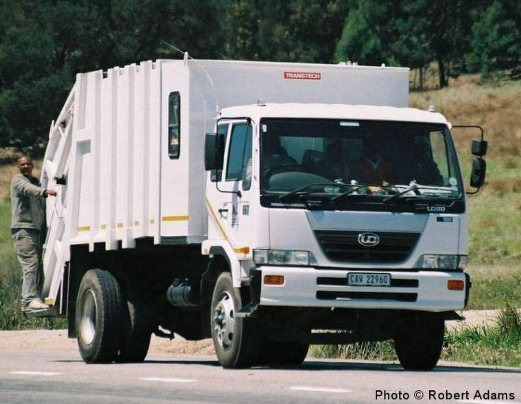 Nissan UD80 Garbage Truck Picture