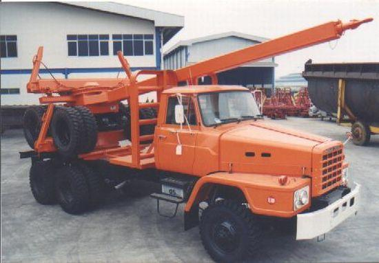 Front right orange UD TZA Logging truck picture.