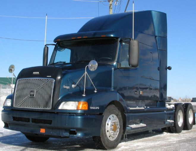 2001 Volvo VN610 Truck Picture